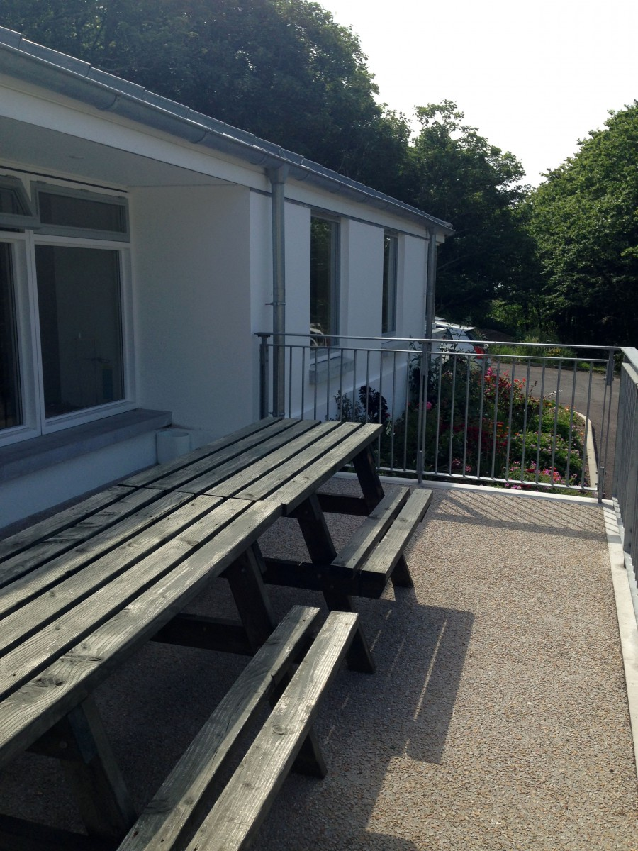 Outdoor Seating - Plenty of room to enjoy lunch in the sunshine